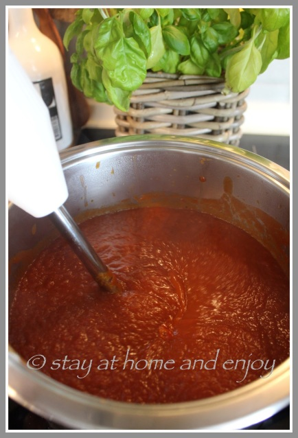 Homemade BBQ-Sauce - stay at home and enjoy