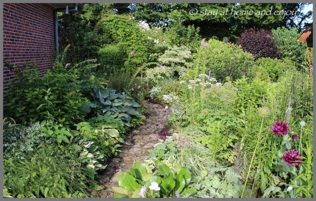 Der blau-weiße Garten am Morgen - stay at home and enjoy