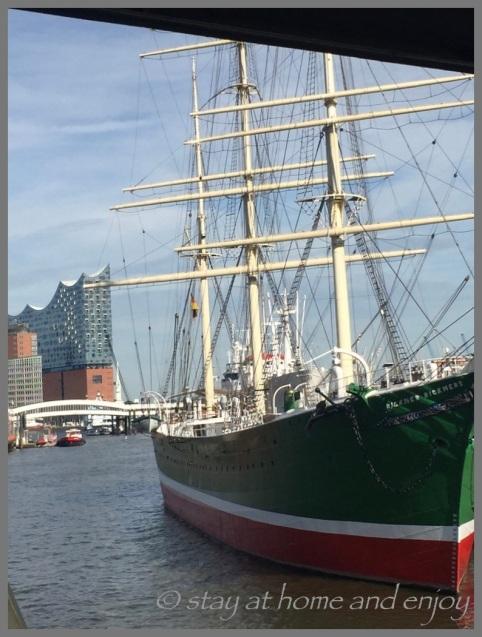 Hafenrundfahrt Hamburg - stay at home and enjoy