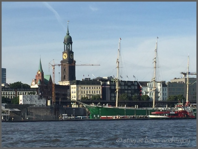 Hafenrundfahrt Hamburg - stay at home and enjoy