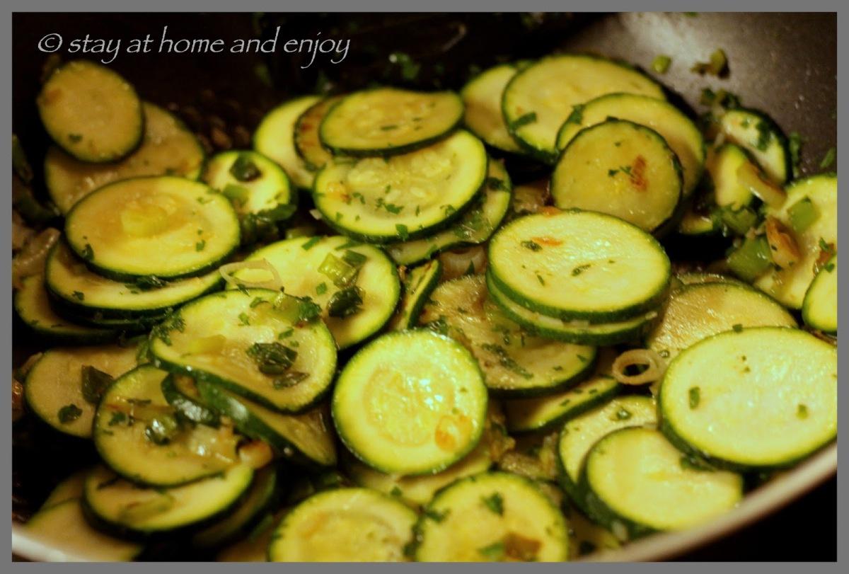 Zucchini-Frittata mit Ziegenfrischkäse