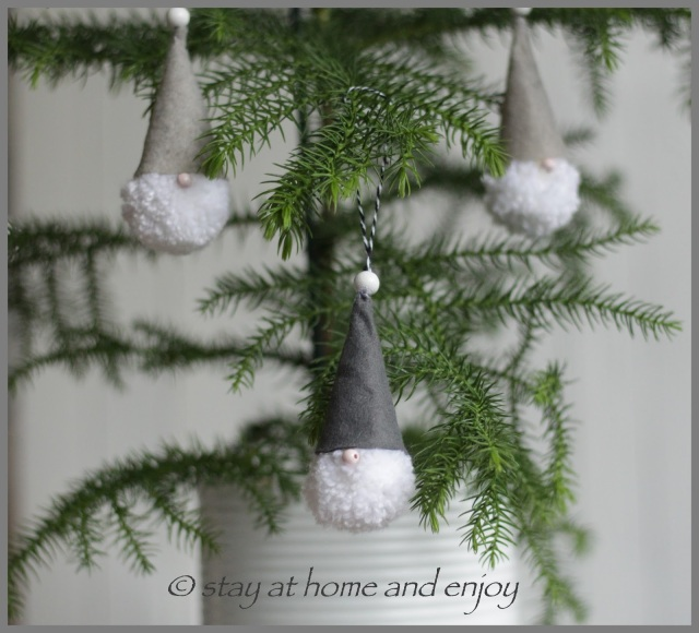Pompom-Wichtel - stay at home and enjoy