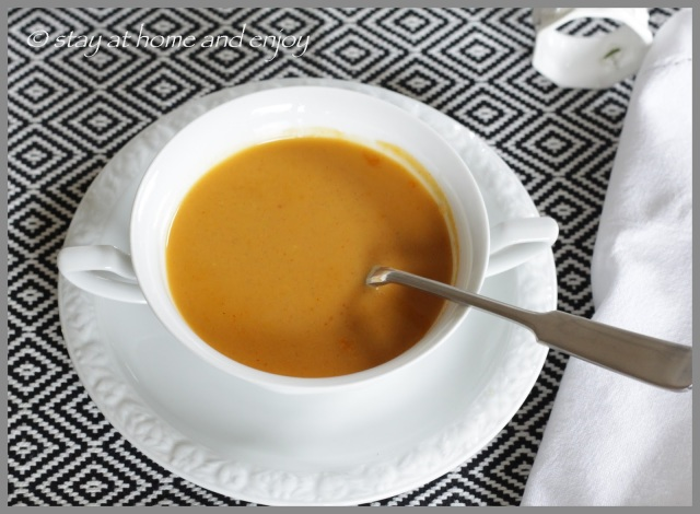 fruchtig-scharf-süße Currysuppe - stay at home and enjoy